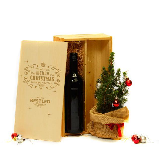Kerstboom en biowijn in bedrukte kist
